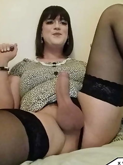 Racy tgirl hooker wants to have sex with BF